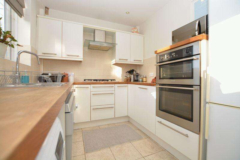 3 Bedrooms Terraced House for sale in Gosling Road, Langley SL3