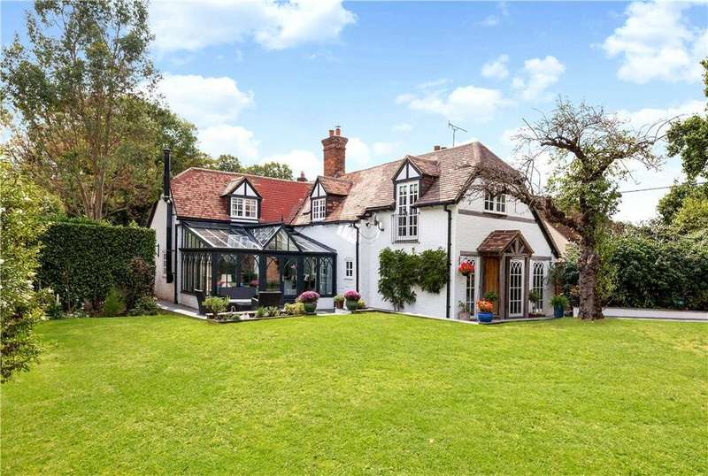 4 Bedrooms Detached House for sale in Bramley Corner, Bramley, Tadley, Hampshire, RG26