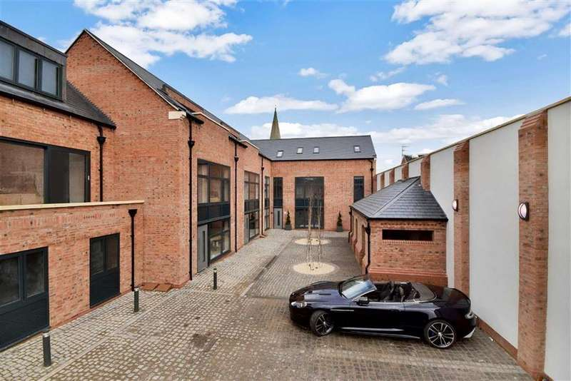 3 Bedrooms Town House for sale in School Lane, Market Harborough