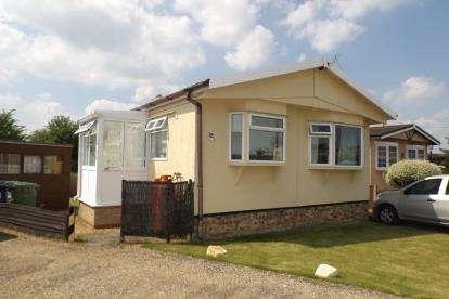 1 Bedroom Mobile Home for sale in Longstanton, Cambridge, Cambridgeshire