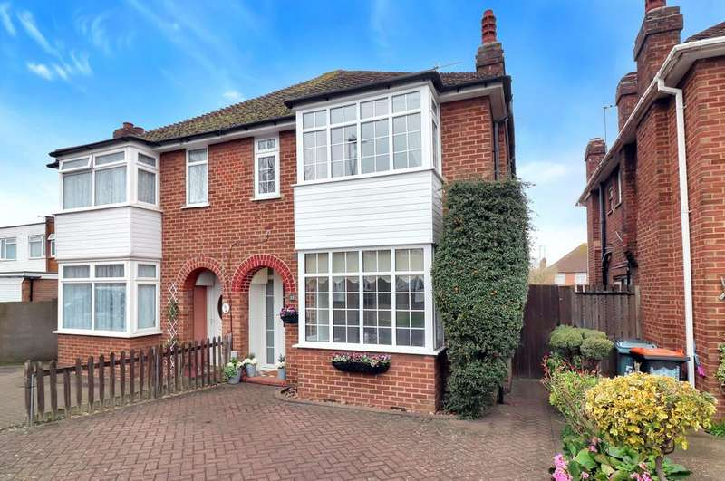 3 Bedrooms Semi Detached House for sale in Lovers Walk, Dunstable