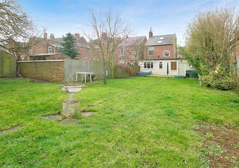 4 Bedrooms Detached House for sale in Huntingtower Road, Grantham