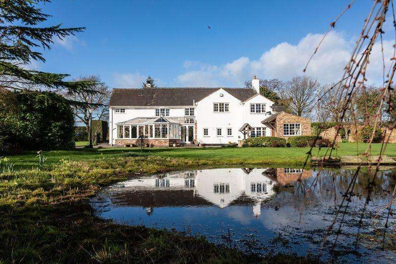 4 Bedrooms Detached House for sale in Sandbach Road, Wall Hill, Nr Congleton