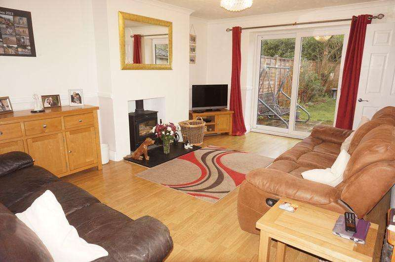 3 Bedrooms Semi Detached Bungalow for sale in Barfield Road, Thatcham