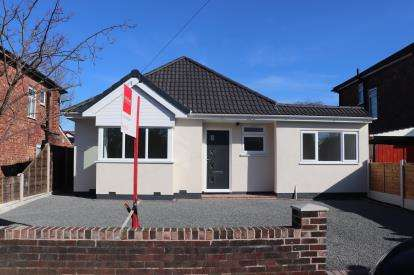 3 Bedrooms Bungalow for sale in Northcliffe Road, Stockport, Cheshire