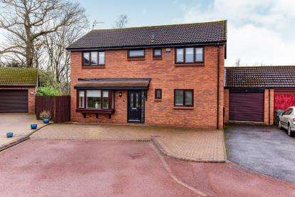 4 Bedrooms Detached House for sale in Torbay Close, Middlesbrough