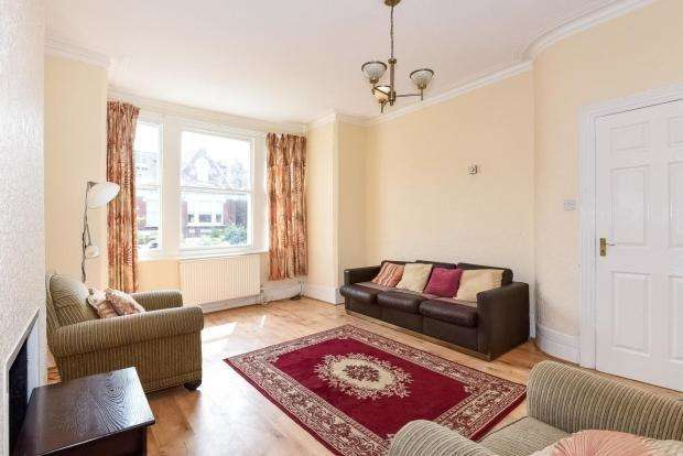 4 Bedrooms Flat for sale in Templar Street, London SE5