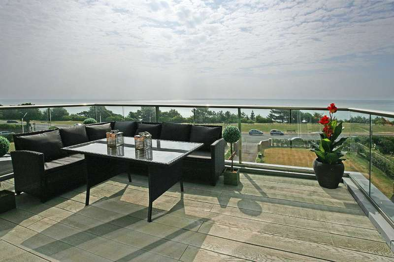 2 Bedrooms Penthouse Flat for sale in King Edwards Parade, Eastbourne, BN20 7FF