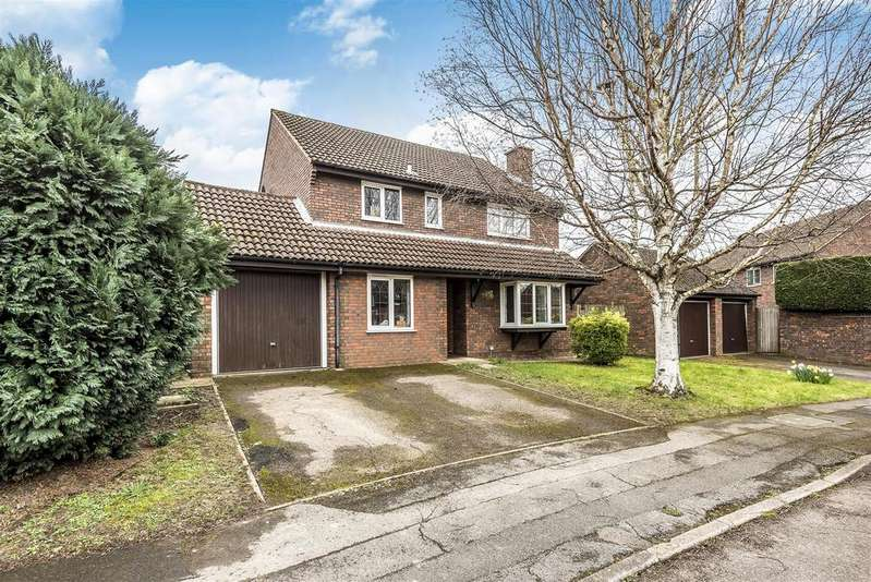 5 Bedrooms Detached House for sale in Foxglove Close, Wokingham, Berkshire, RG41 3NF