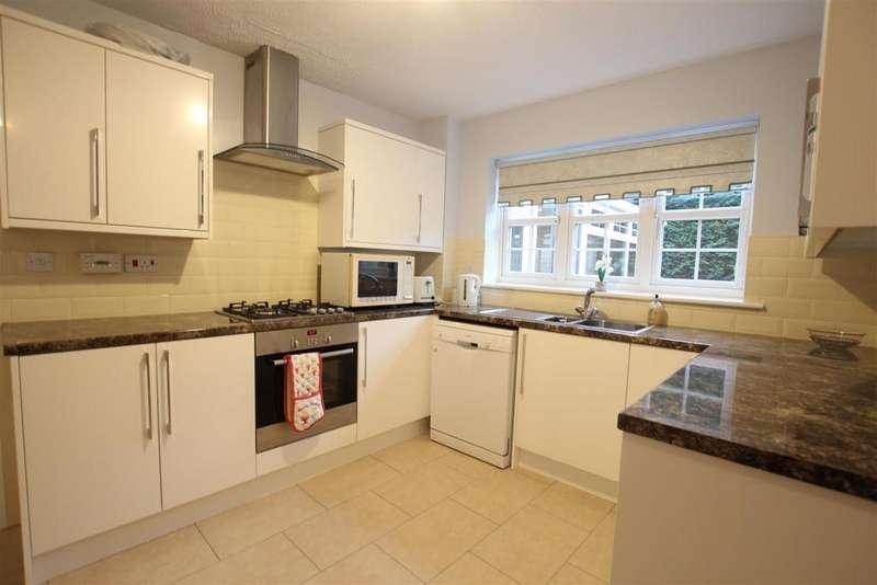 4 Bedrooms Detached House for sale in Muirkirk Grove, Darlington