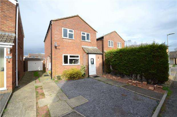 3 Bedrooms Detached House for sale in Rockfield Way, College Town, Sandhurst