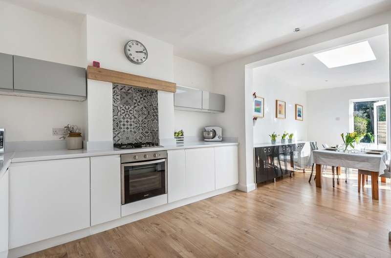 3 Bedrooms Semi Detached House for sale in Clarence Road, London