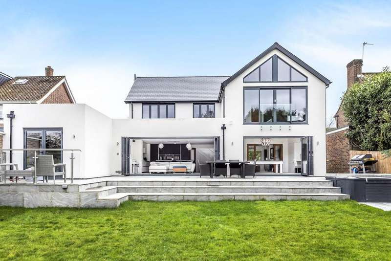 4 Bedrooms Detached House for sale in Orchard Road, Bromley