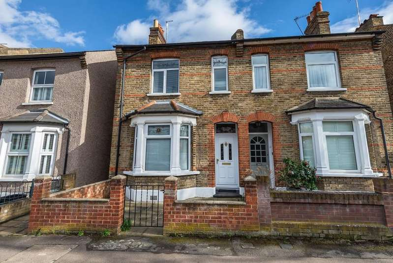 3 Bedrooms Terraced House for sale in Halstead Road, Wanstead