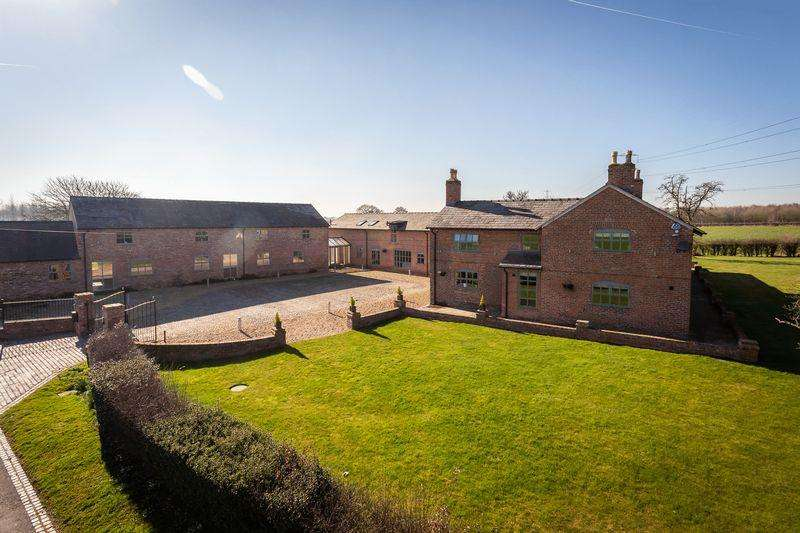 8 Bedrooms Detached House for sale in Fabulous refurbished farmstead with nearly 9 acres
