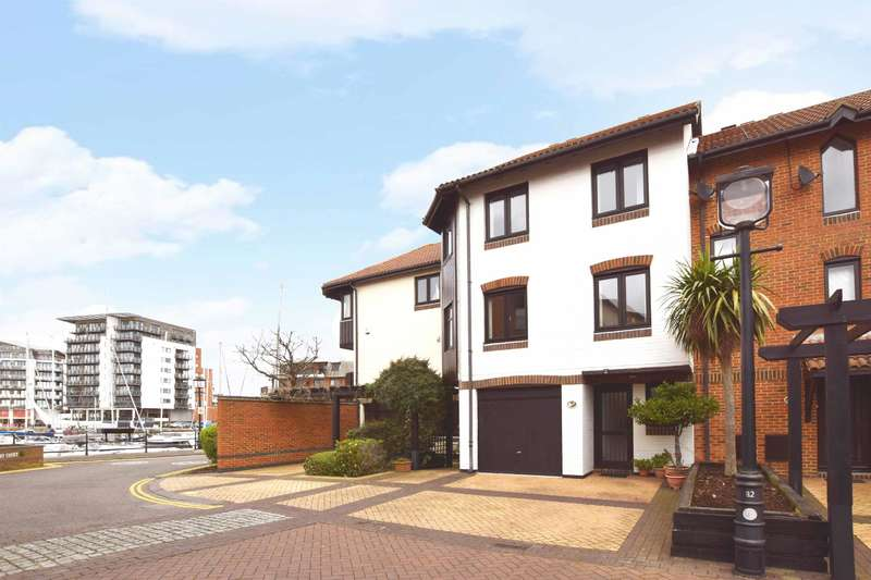 4 Bedrooms Terraced House for sale in Calshot Court, Channel Way, Ocean Village, Southampton, SO14 3GR