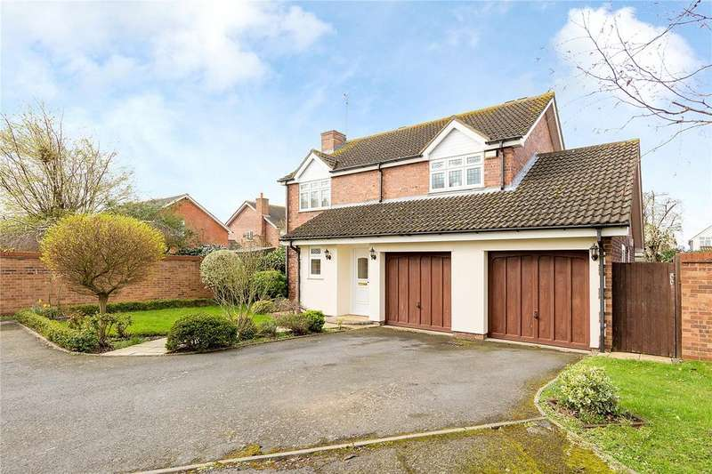 4 Bedrooms Detached House for sale in Shaw Close, Hornchurch, RM11