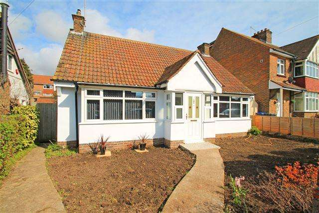 2 Bedrooms Bungalow for sale in The Twitten, Southwick