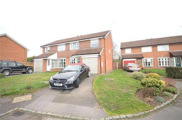 3 Bedrooms Semi Detached House for sale in Armstrong Way, Woodley, Reading