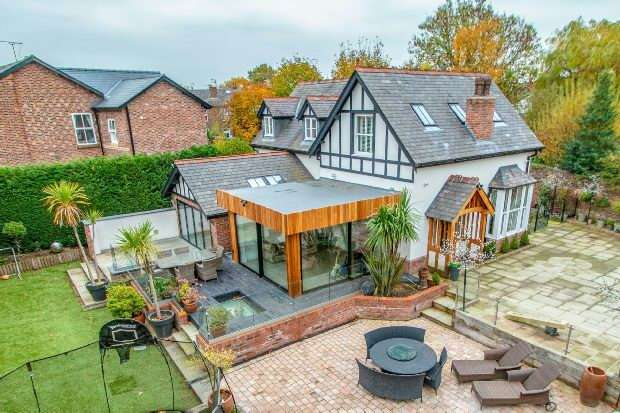 5 Bedrooms Detached House for sale in Priory Road, Bowdon