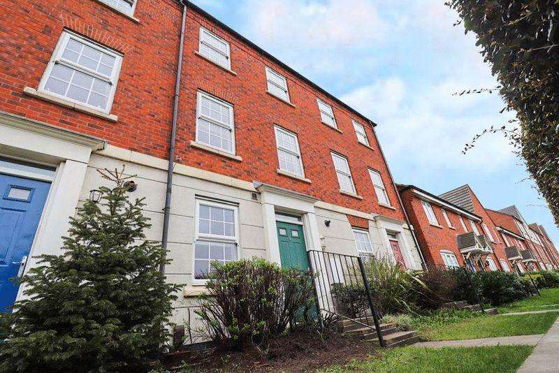4 Bedrooms Town House for sale in Bloomfield Road, Tipton