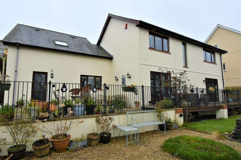 4 Bedrooms Detached House for sale in Caradog Court, Ferryside, Carmarthenshire, SA17
