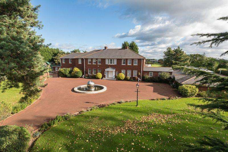 7 Bedrooms Detached House for sale in A very special country estate - Sproston, Cheshire