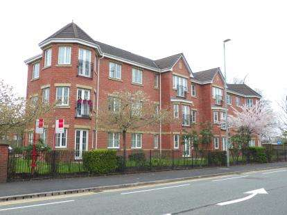 2 Bedrooms Flat for sale in Hampton Court, Wilmslow Road, Handforth, Cheshire