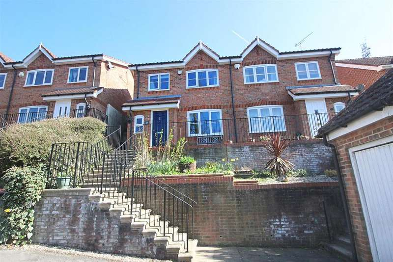 3 Bedrooms Semi Detached House for sale in Tredegar Road, Emmer Green, Reading