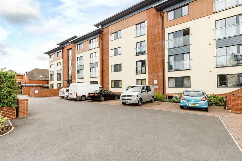 2 Bedrooms Apartment Flat for sale in Hillview Place, West Street, Newbury, Berkshire, RG14