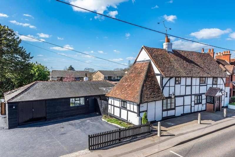 5 Bedrooms Detached House for sale in Eversley Road, Arborfield Cross, RG2