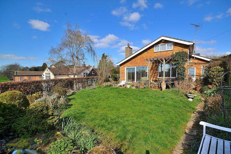 4 Bedrooms Detached House for sale in Incredible value for money with great potential and stunning views...