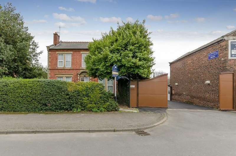 8 Bedrooms Detached House for sale in Great North Road, Knottingley
