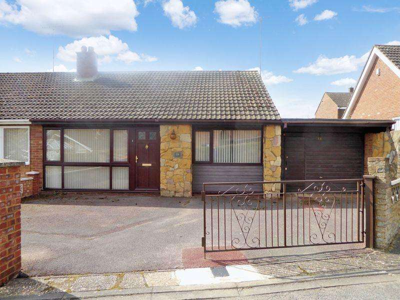 2 Bedrooms Semi Detached Bungalow for sale in Seamons Close, Dunstable