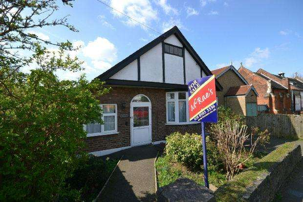 3 Bedrooms Detached Bungalow for sale in Church Avenue, Highams Park