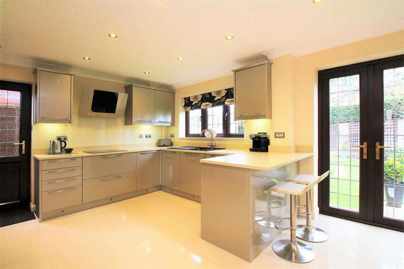 4 Bedrooms Detached House for sale in Peters Close, Welling