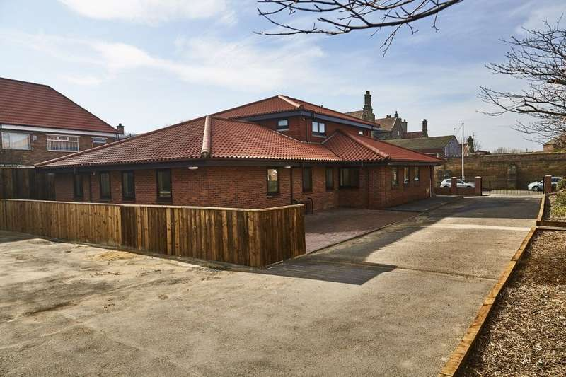 3 Bedrooms Flat for sale in St Marks Court, Marske-By-The-Sea, Redcar, TS11