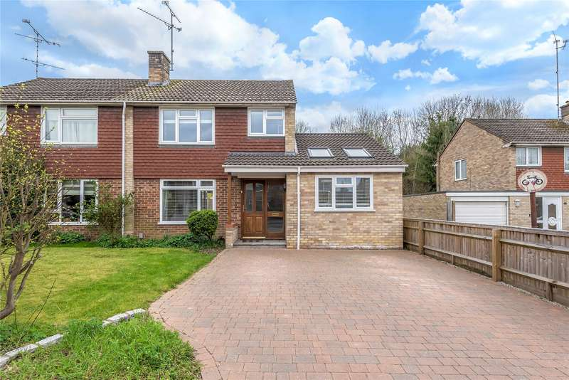 3 Bedrooms Semi Detached House for sale in Brook Close, Wokingham, Berkshire, RG41