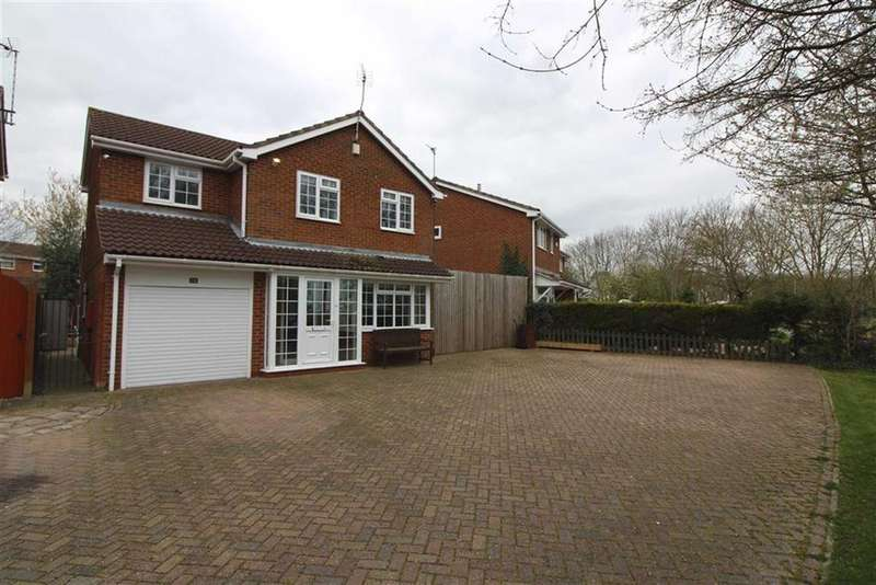 4 Bedrooms Detached House for sale in Lapwing Close, Anstey Heights