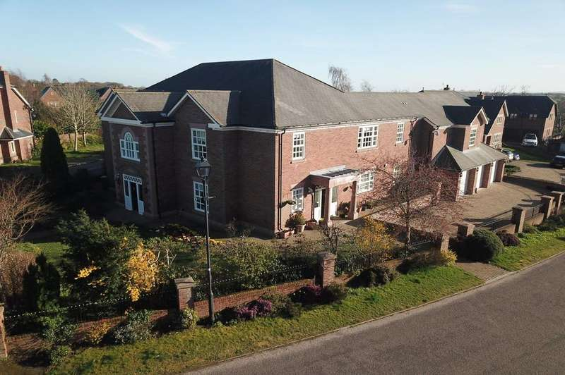 5 Bedrooms Detached House for sale in Field Lane, Appleton, Warrington