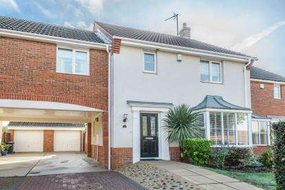 4 Bedrooms Semi Detached House for sale in Watson Way, Marston Moretaine, Bedford, Bedfordshire