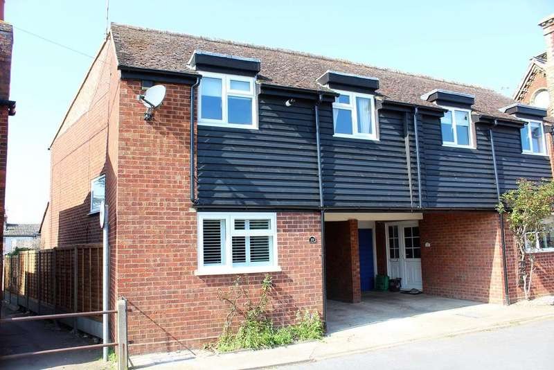 3 Bedrooms Semi Detached House for sale in Park Lane, Henlow, SG16