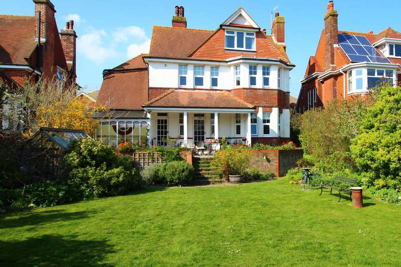 5 Bedrooms Detached House for sale in Vicarage Drive, Eastbourne, BN20 8AP