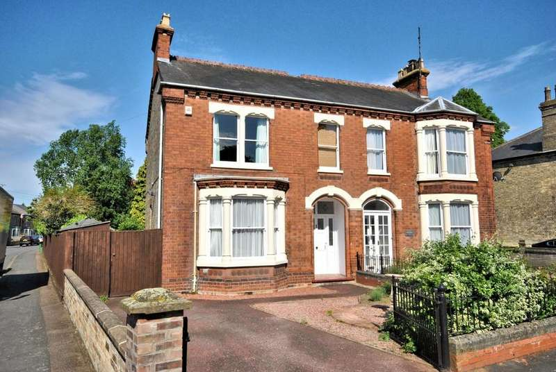 5 Bedrooms Semi Detached House for sale in Wisbech