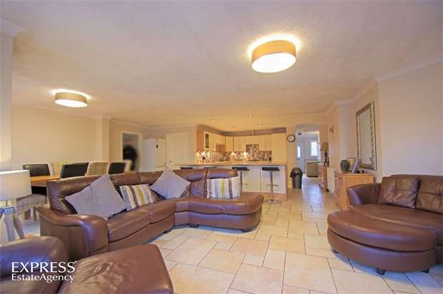 4 Bedrooms Detached Bungalow for sale in Queens Close, Donington, Spalding, Lincolnshire