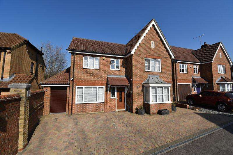 4 Bedrooms Detached House for sale in Houghton Regis.