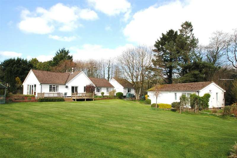5 Bedrooms Detached Bungalow for sale in Barnstaple Road, South Molton