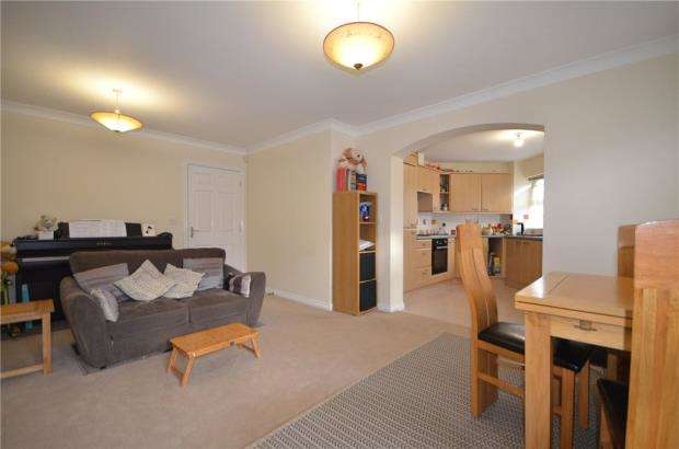 2 Bedrooms Apartment Flat for sale in Cheney Court, 104 Pinewood Avenue, Crowthorne