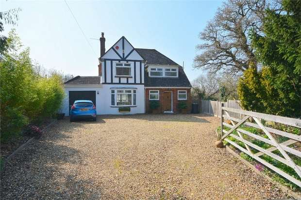 3 Bedrooms Detached House for sale in Muscliffe Lane, Throop Village, Bournemouth