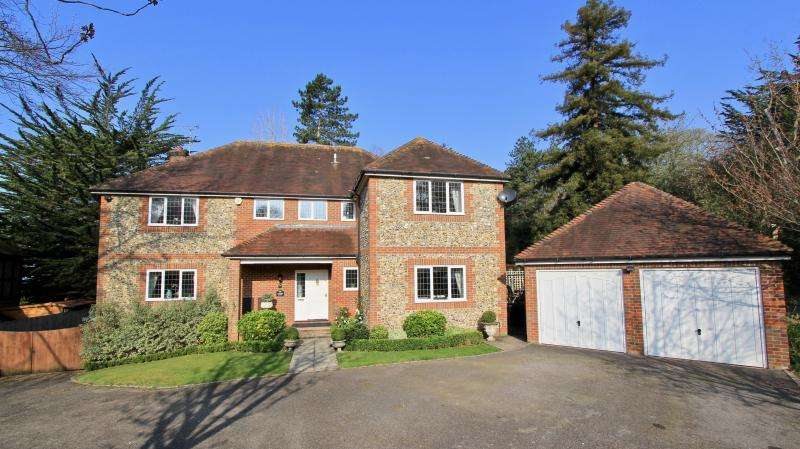 5 Bedrooms Detached House for sale in Edgar Wallace Place, Bourne End